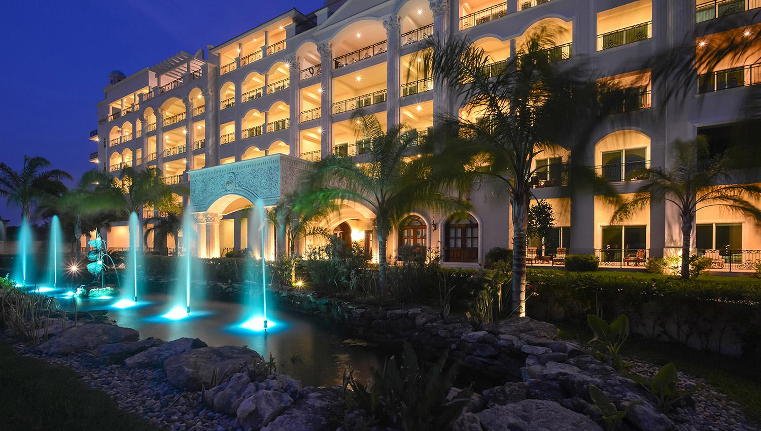Luxurious and spacious Cozumel sea beach front apartment!