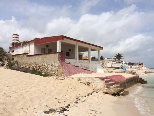 16076 Beachfront House in Chelem, Yucatan. Fixer  - Home