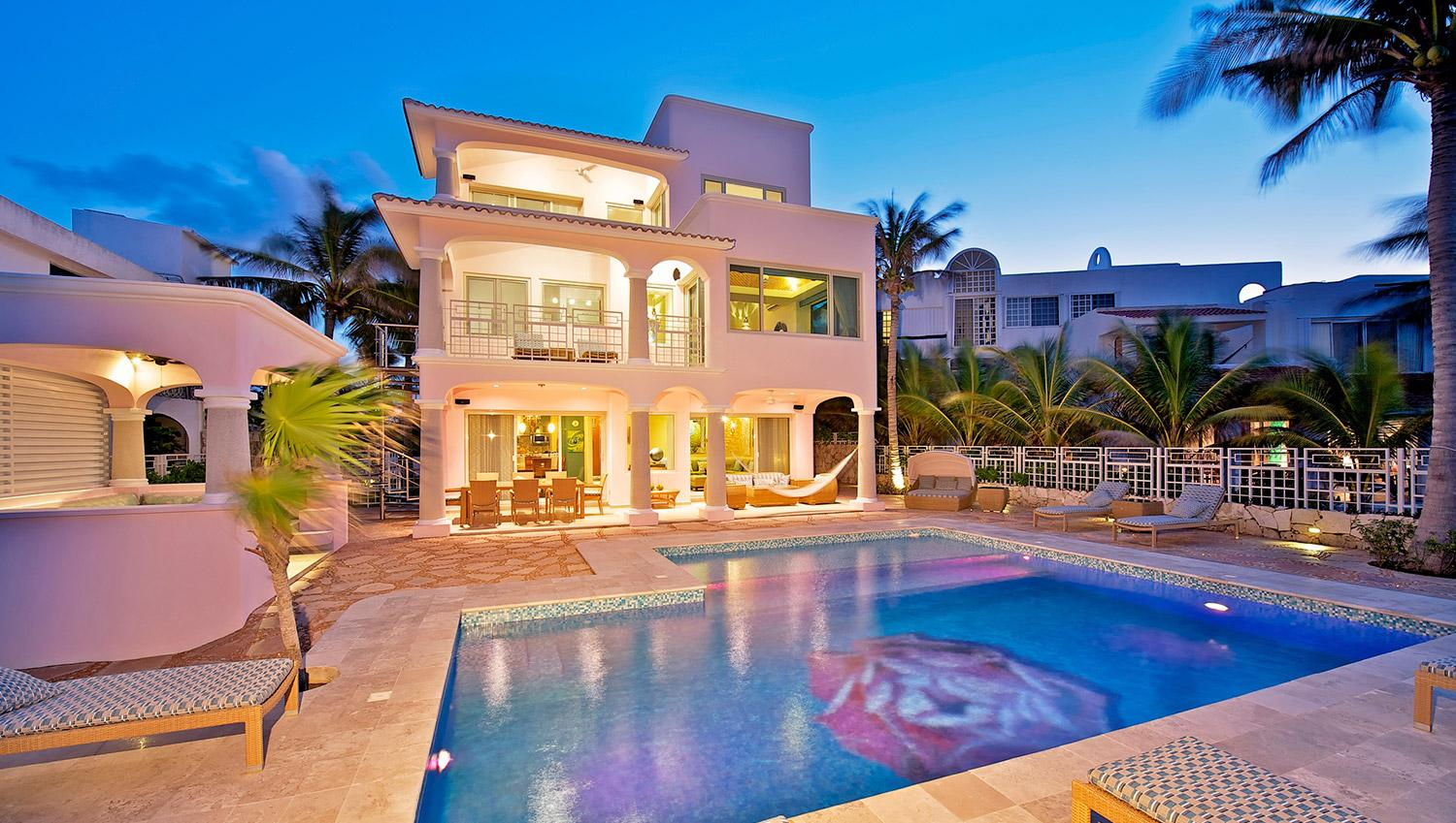 Luxury and huge home in akumal beachfront half moon bay for Best houses in miami
