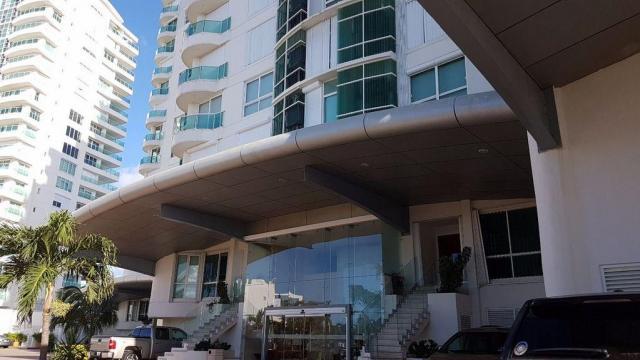 15680 Luxury Beachfront Condo in Hotel  - Condo