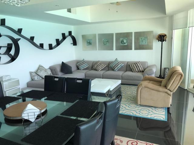 17593 Spectacular 3 Bedroom Condo in the Best Area of  - Condo