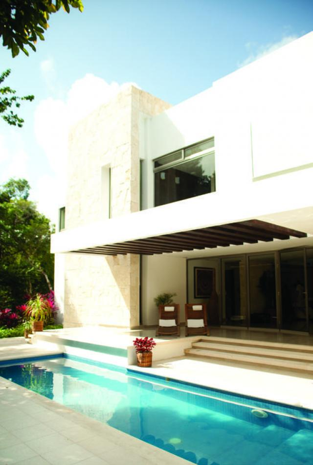 17695 Beautiful Contemporary Style Home in Bah�a  - Condo