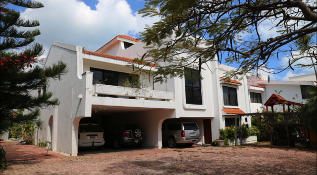 Spacious 8 Bedroom Home Located in Golf Community property for sale