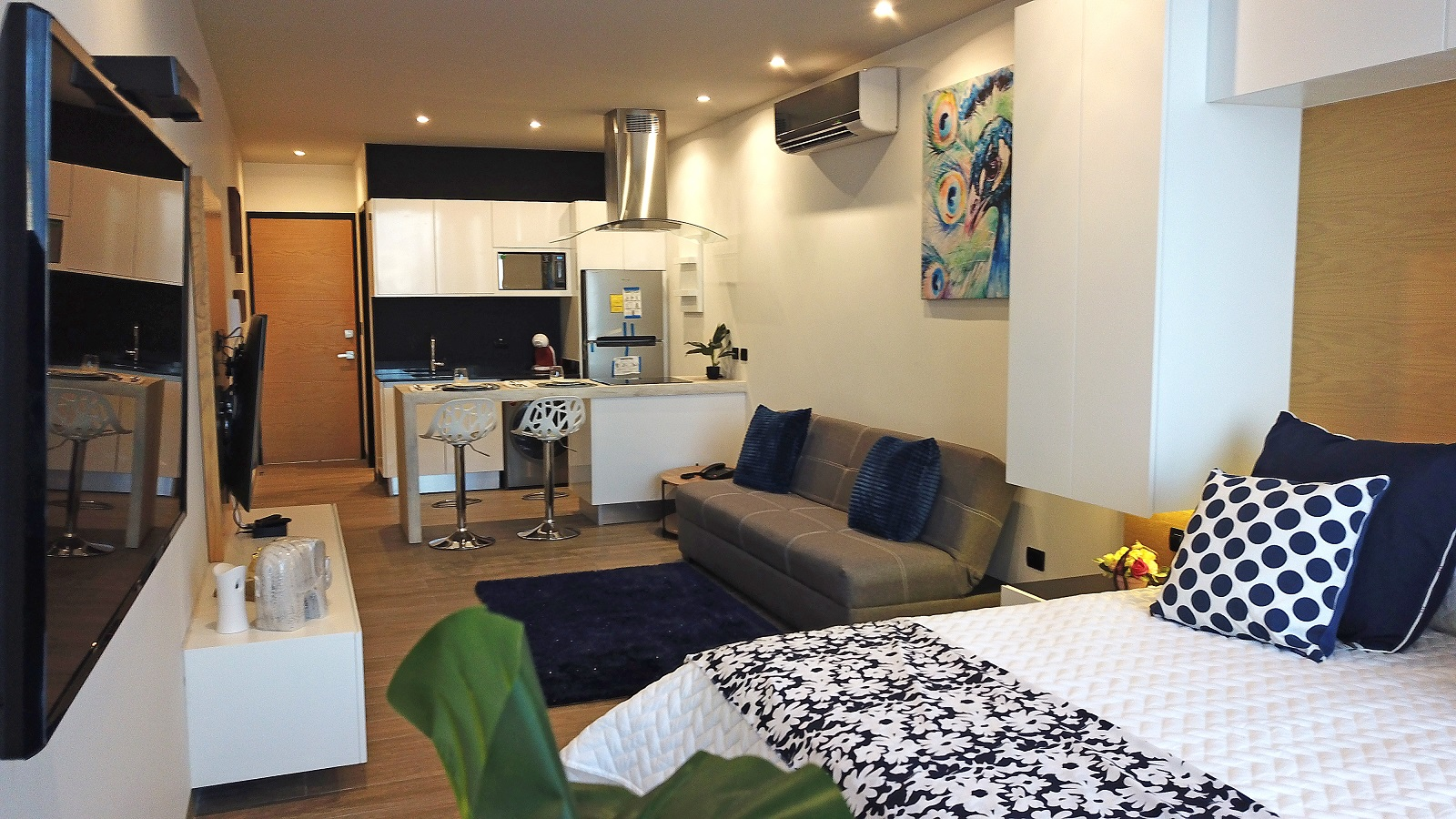 17951 Beautiful Studio -Excellent Location for a Great  - Condo