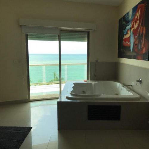 Penthouse Ocean Front Puerto Morelos Edificio Lindos property for sale