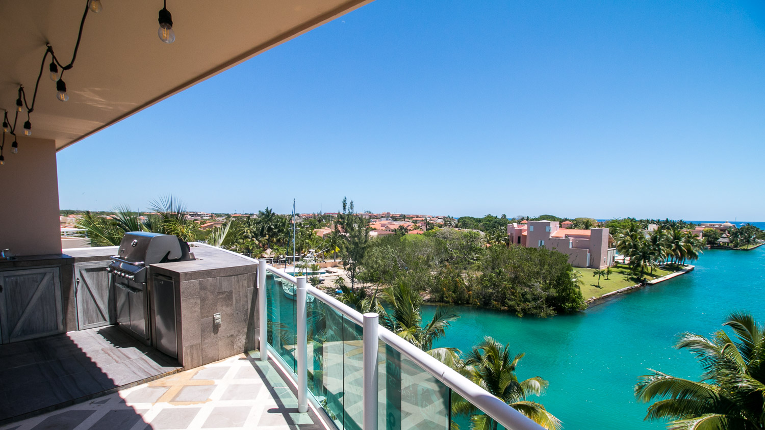 Beautiful Penthouse Canal/Ocean view 3 beds 3 baths property for sale