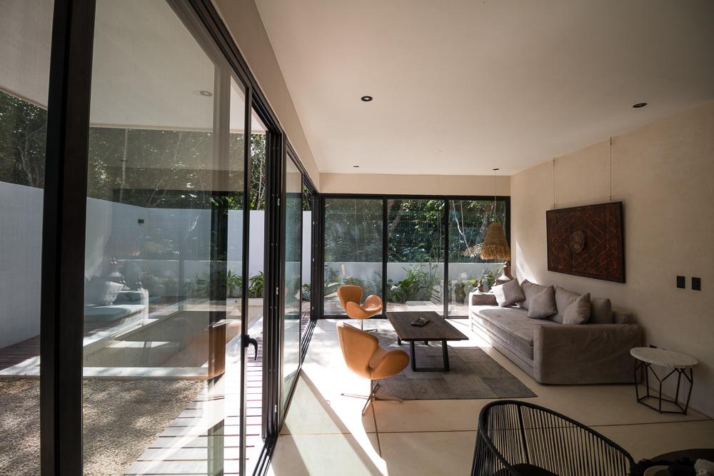 Luxury-condominium-bathed-in-comfort-and-style.-LivingRoom-Dinin