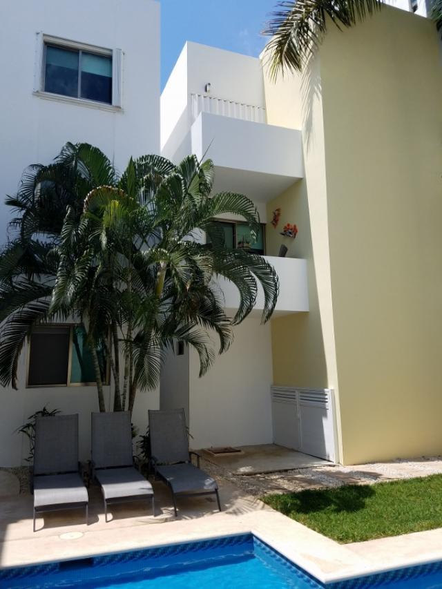 Beautiful 2 bedroom condo in quiet residential area