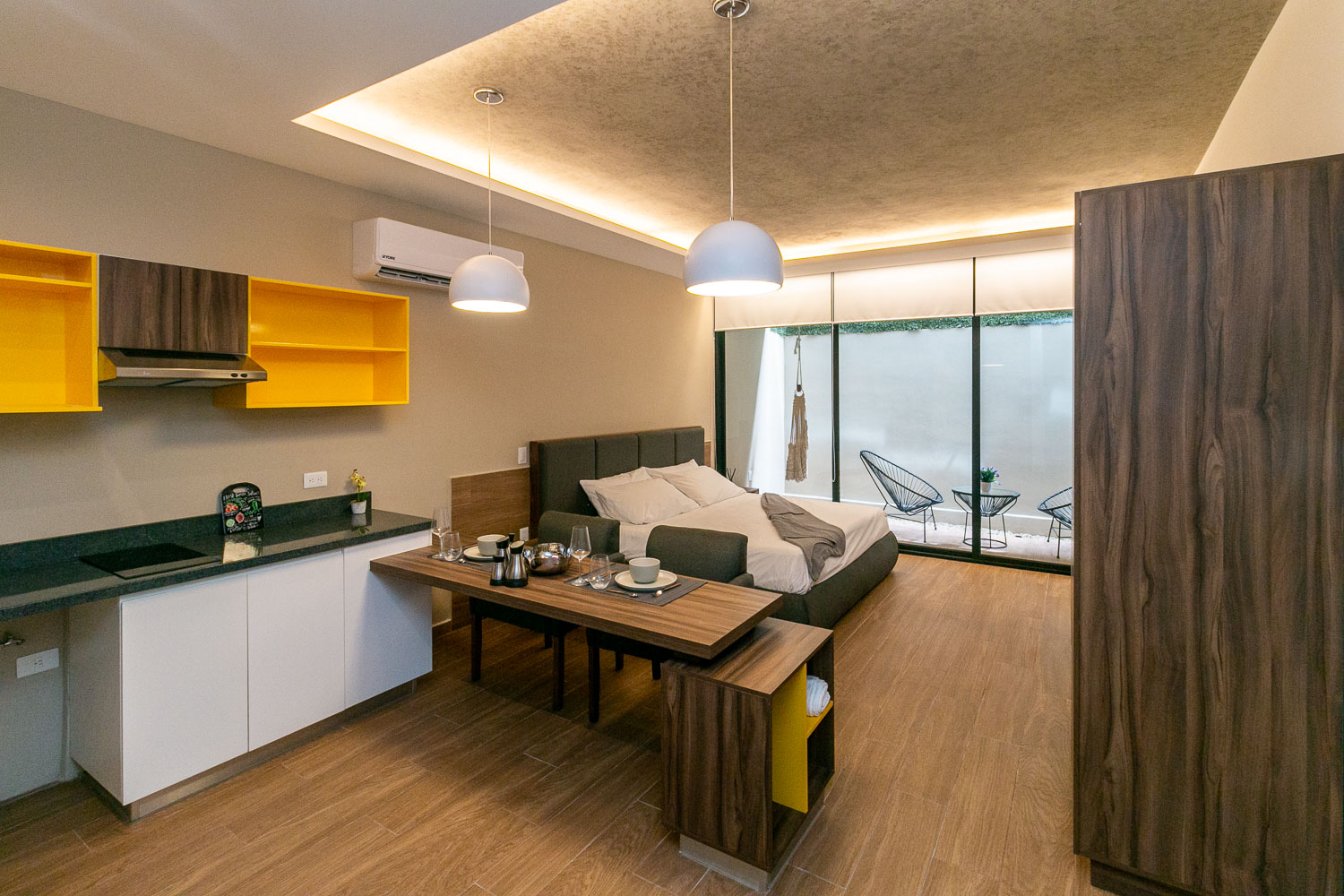 The Yellow - Modern Studios with Remarkable Location in Playa