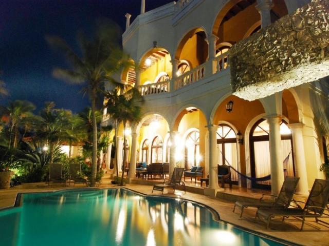 19521 Amazing luxury villa facing the  - Home
