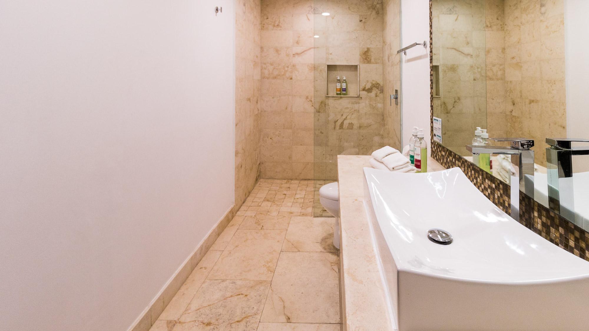 2-br-condo-playa-del-carmen-Anah-Bathroom