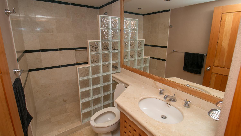 2-br-condo-penthouse-puerto-aventuras-beachfront-Bathroom-Bathro