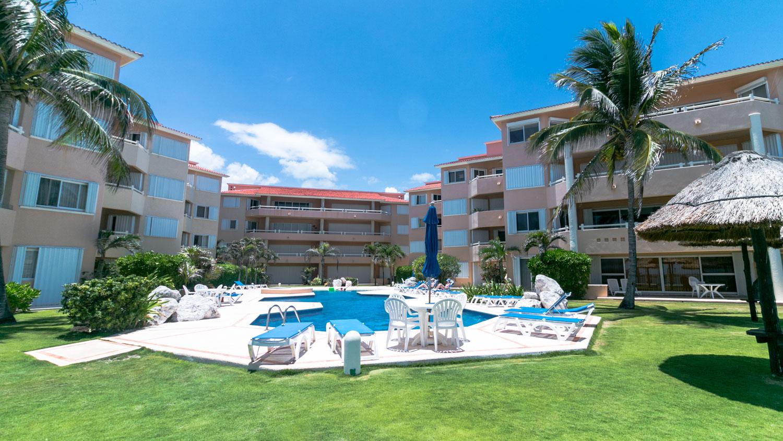 2-br-condo-penthouse-puerto-aventuras-beachfront-Exterior