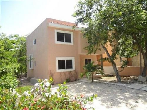 Beautiful single family home with a jungle style garden property for sale