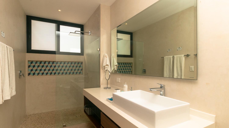 luxury-studio-in-la-Veleta-Bathroom