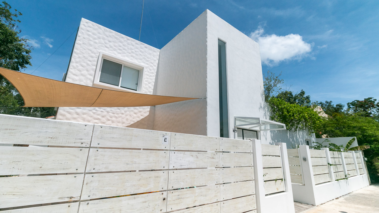 4-bedroom-house-in-a-gated-community-in-Tulum-Facade