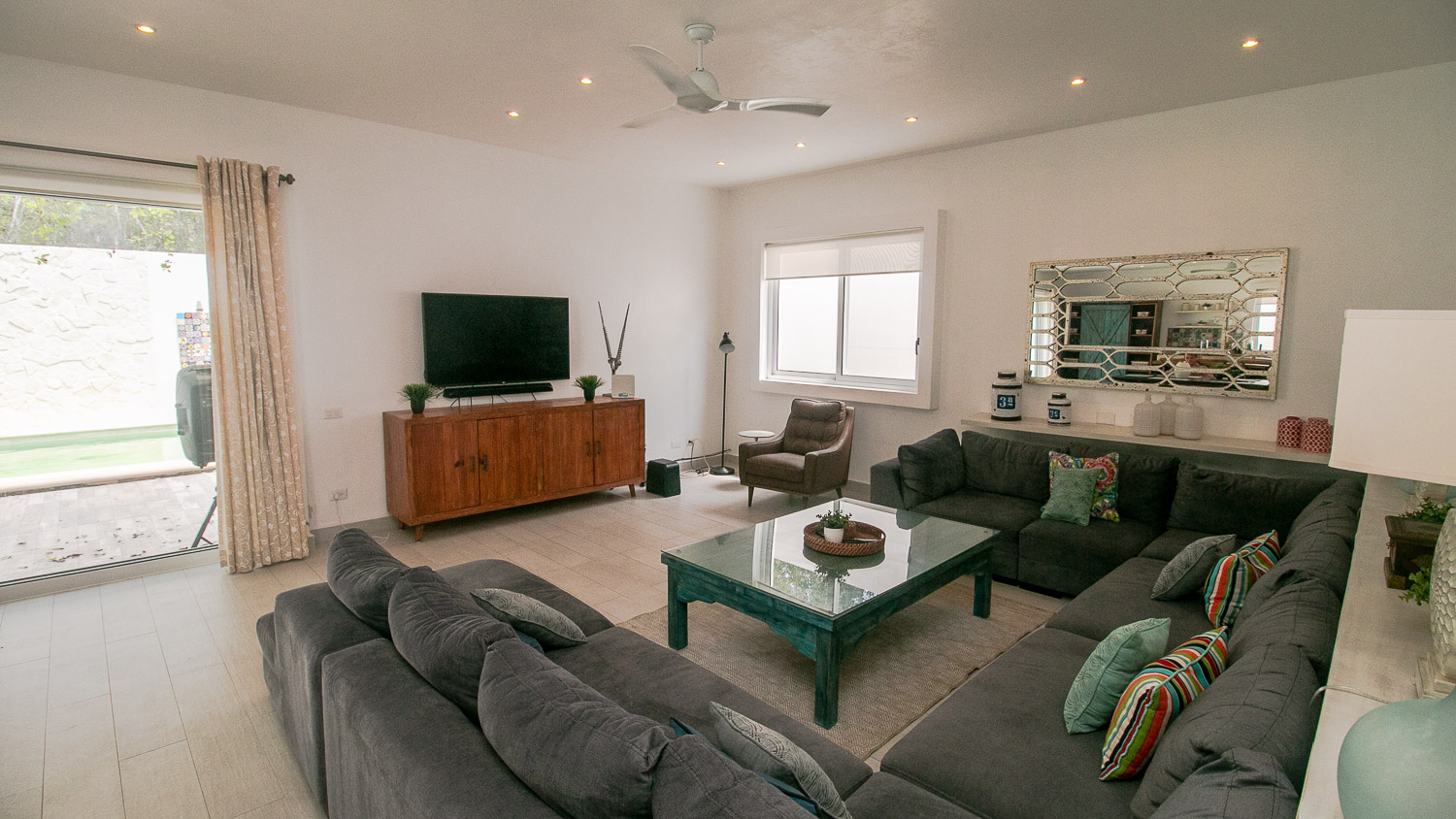 4-bedroom-house-in-a-gated-community-in-Tulum-DiningRoom