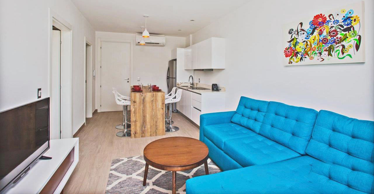Beautiful 1 Bed Condo, only two blocks to the beach!