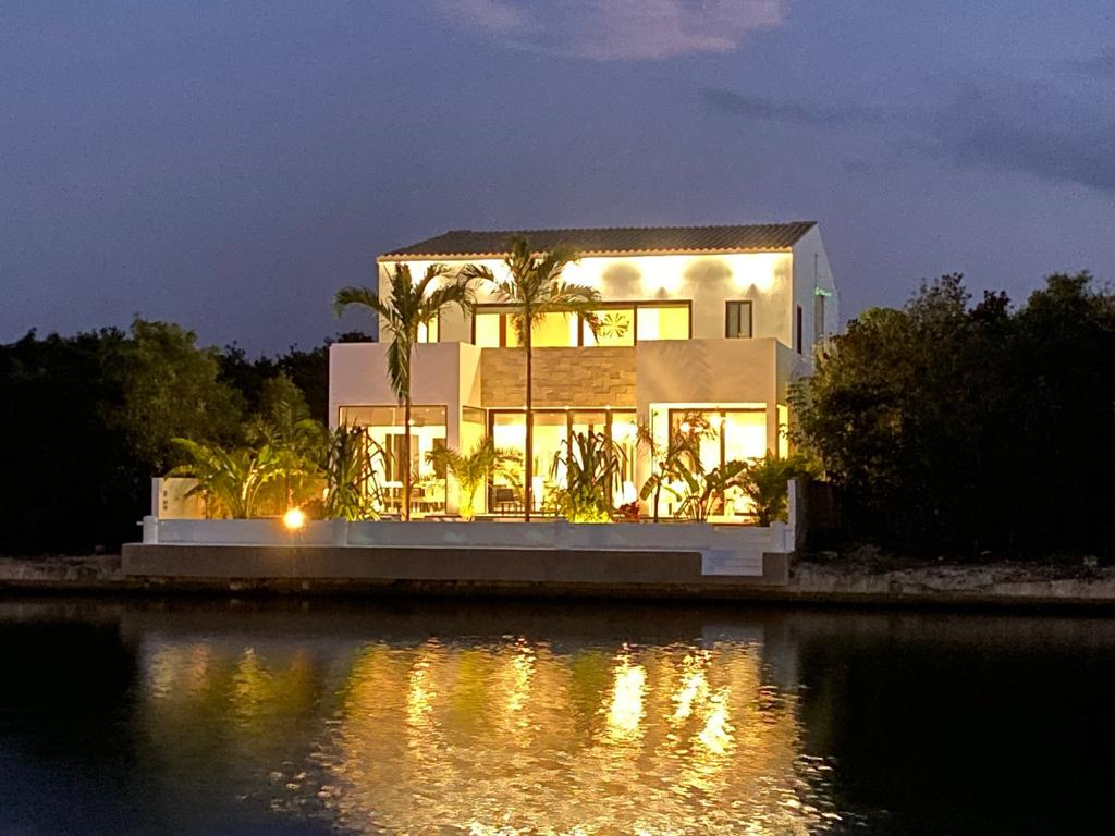 5-Bedroom Home in front of Puerto Aventura's Marina