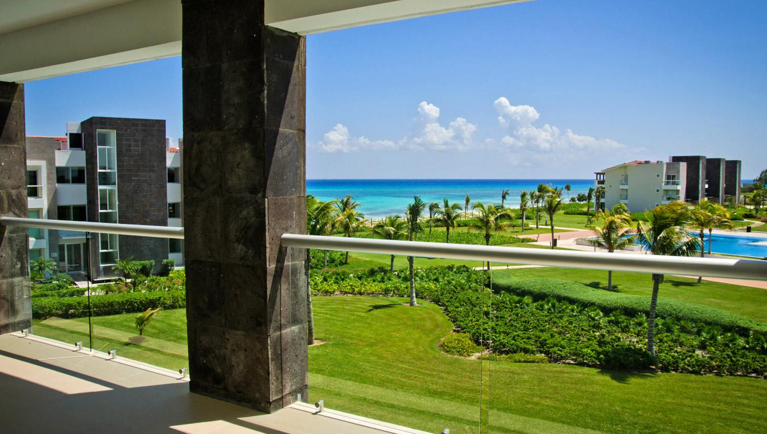 Golf community, exclusive 2 bedrooms beach front condos!