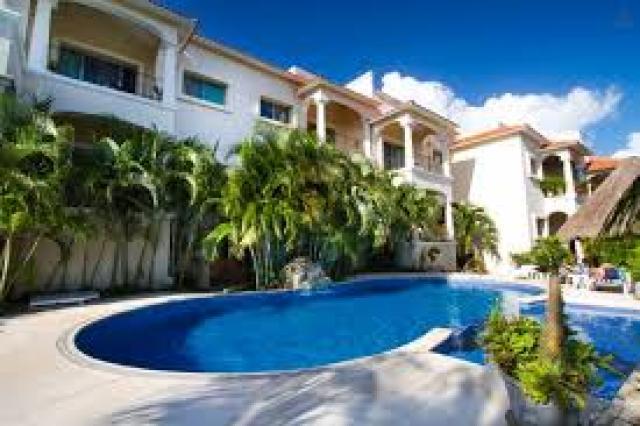 8817 4 bedrooms, 3 full baths, jacuzzi, pool, 3,605  - Home