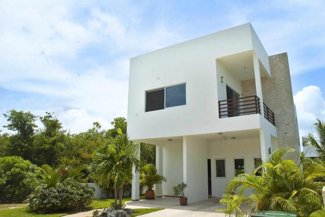 9041 Beautiful 3 Bedroom Home in Bahia  - Home